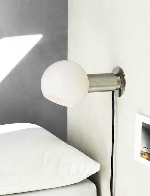 Vägglampa Donya, från Anour.