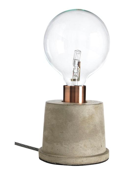 Bordslampa Pim, passar bäst med stor ljuskälla, från CO Bankeryd.
