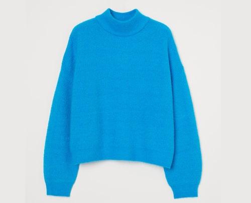 Färgglad, blå tröja för dam.