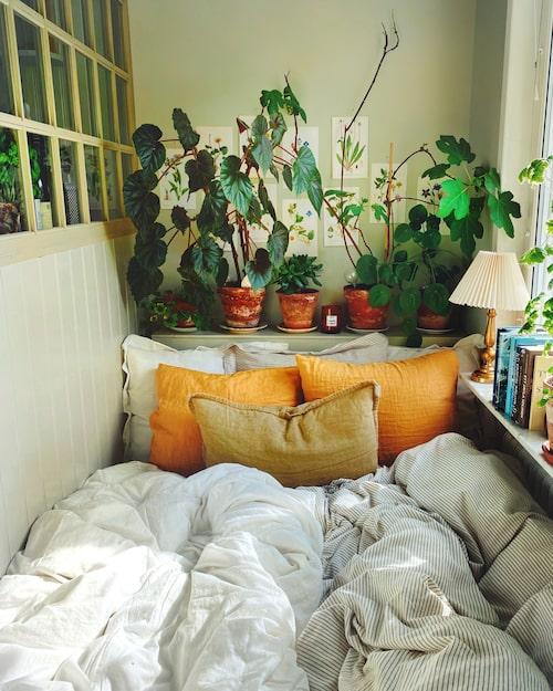 Den mysiga sänghörnan innanför köket.