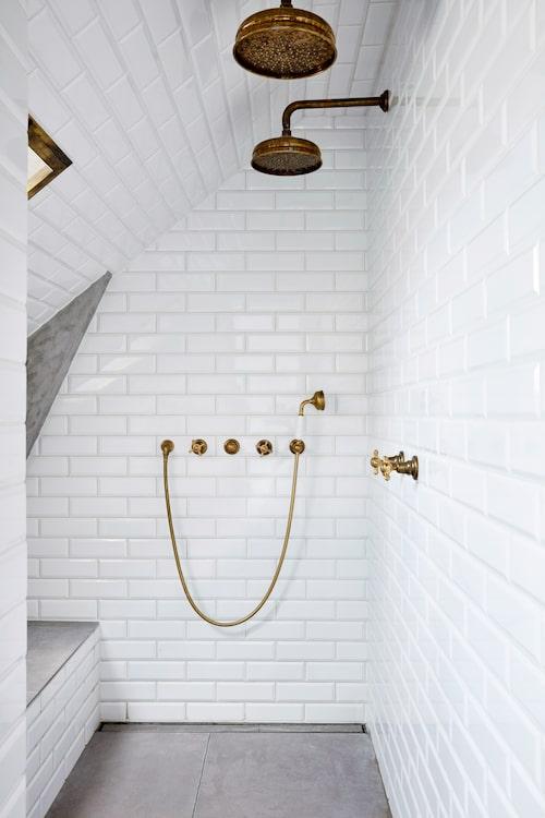 Dusch och metrokakel i duschhörnan från Aquadomo.