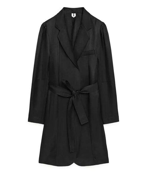 Kavajklänning från Arket. Klicka på bilden och kom direkt till klänningen.