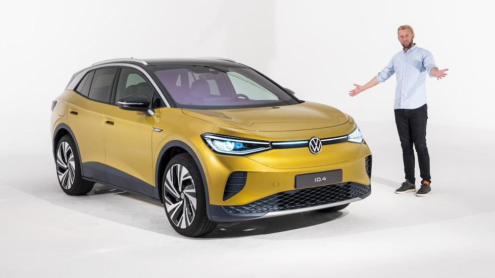 Teknikens Världs Erik Wedberg tillsammans med Volkswagen ID.4 i samband med modellens världspremiär i fjol.