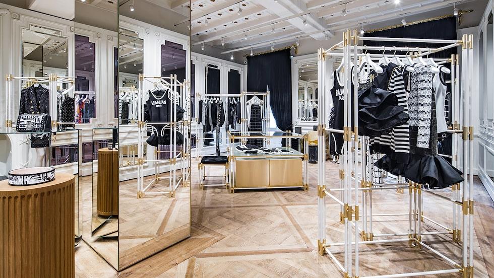 Balmain öppnar sin första butik i Sverige, på Nordiska Kompaniet i Stockholm.