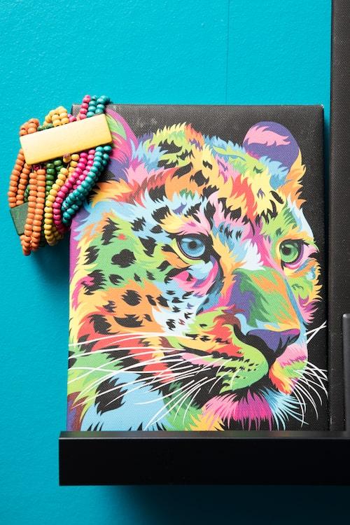 """""""Mitt favoritdjur leoparden och min favoritfärg - regnbågen!"""""""