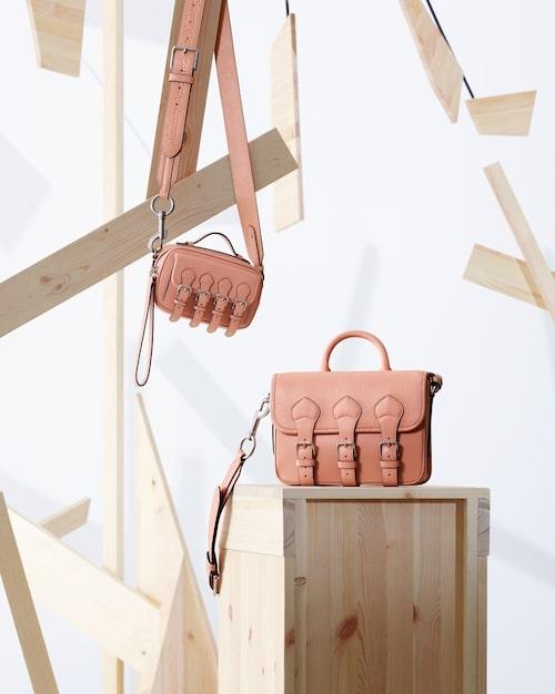 Priser varierar från tusenlappen för en nyckelhållare till 15.000 för den dyraste väskan i kollektionen.