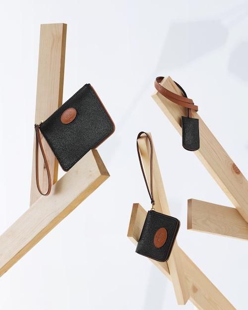 I samarbetskollektionen ryms även korthållare, nyckelhållare och plånbok.