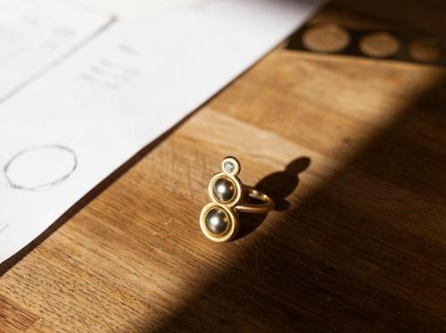 Smyckena från Dulong Fine Jewelry tillverkas för hand av guldsmeder.