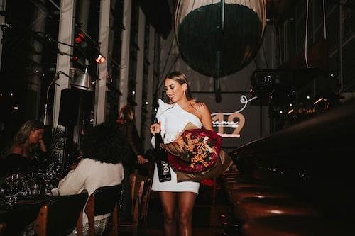 Årets impact mama Kenza Zouiten Subosic firades med blommor och vin…