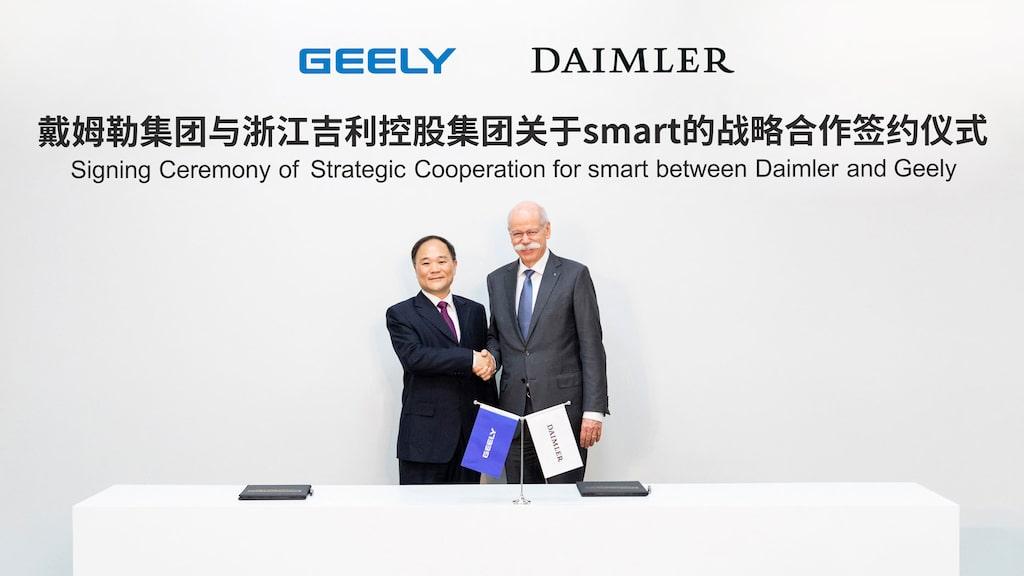 Bilden är från mars månad i fjol när Geely och Daimler tecknade ett annat samarbetsavtal. Dieter Zetsche, till höger, klev ned från Daimlers vd-stol bara ett par månader senare. I dag innehas posten av svensken Ola Källenius.