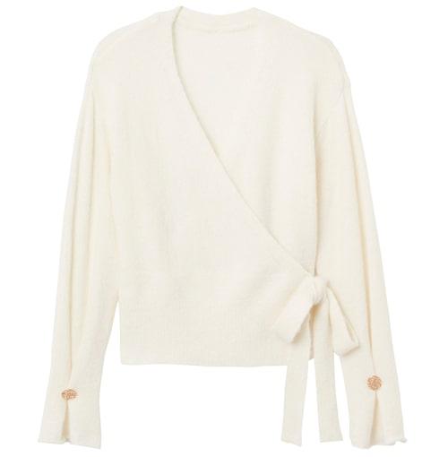 Styla tröjan med ett material som bryter av, som exempelvis siden eller skinn. Tröja i alpacka ullblandning, stl XS–XL, 899 kr, Stock hlm/MQ MARQET.