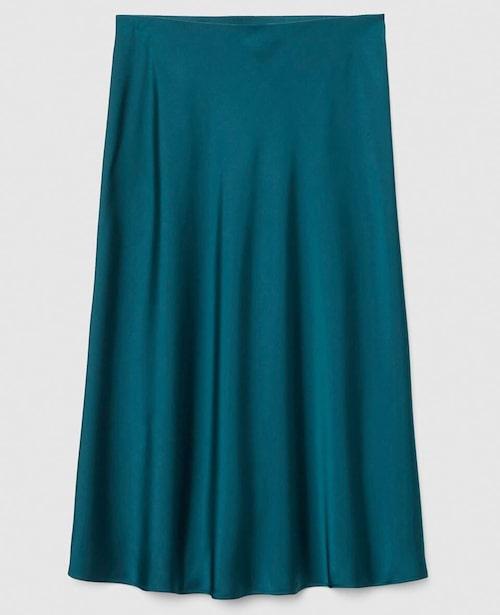 Den här kjolen funkar oavsett årstid, med en ljus, stickad tröja får du en look som funkar bra i vår. Kjol i 100% polyester, stl XS–L, 599 kr, Visual Clothing Project/MQ MARQET.