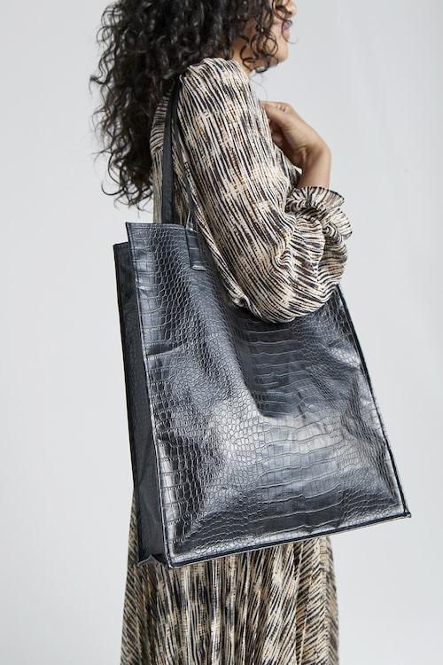 Väska i präglad skinnimitation, 399 kr, Stockh lm/MQ MARQET.