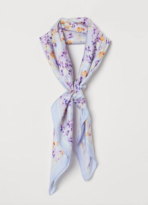 Blommig scarf från H&M.