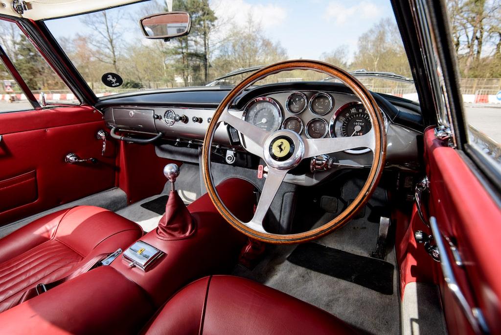Enligt utdrag från Ferrari Classiche, Ferraris egen certifiering för originalbilar, så visar fabrikens arkiv att instrumentpanelen byggdes om hos Ferrari i december 1961, vilket gör bilen ännu mer speciell.