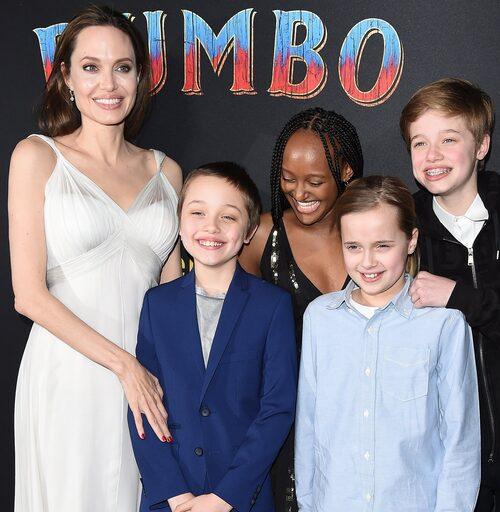 Angelina Jolie på röda mattan med Knox, Zahara, Vivienne och Shiloh.