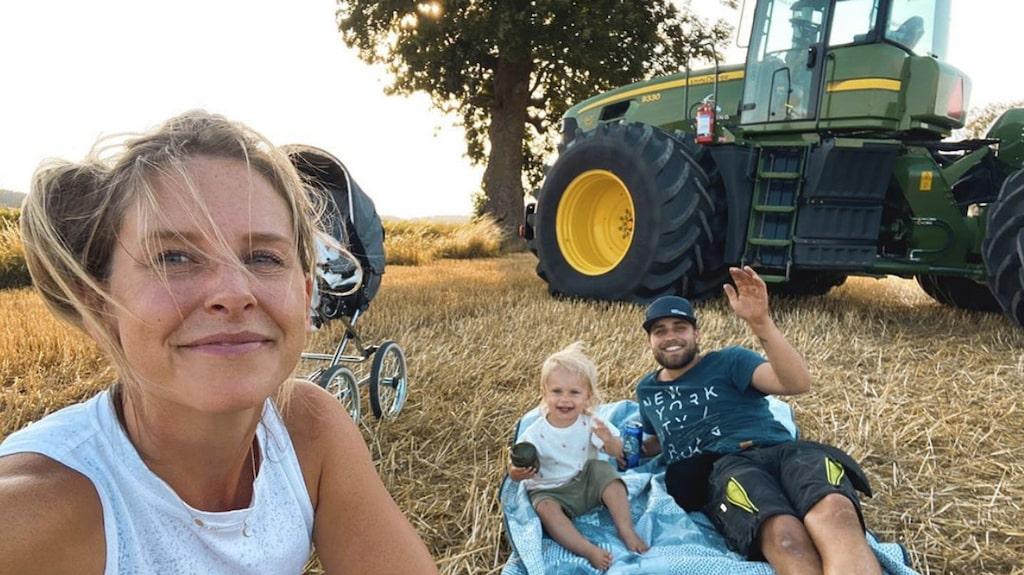 Traktorer är favoriter hos lilla Wilda.