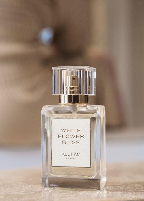 Doften White flower bliss är den första lanseringen från All I Am.