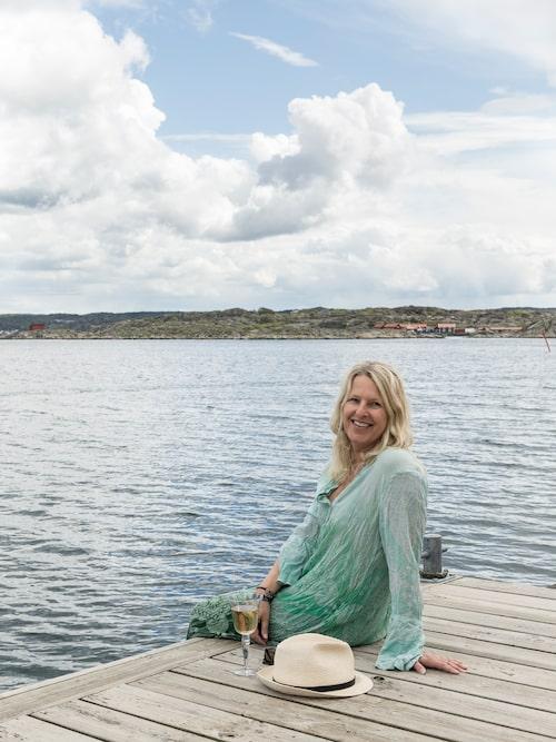 Dags för brygglunch. Carita Filipsson kan inte nog understryka vilken ynnest det är att ha havet så nära.