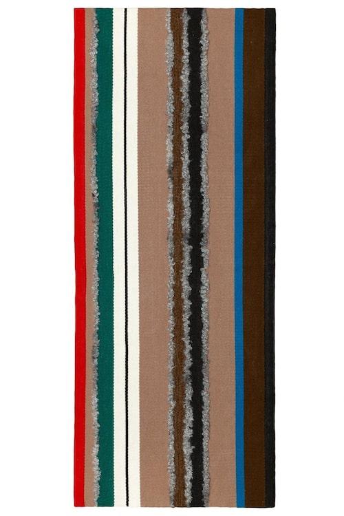 Handvävd i tuskaft, matta Longhi av Lars Nilsson med invävt naturligt fårskinn, Vandra rugs.