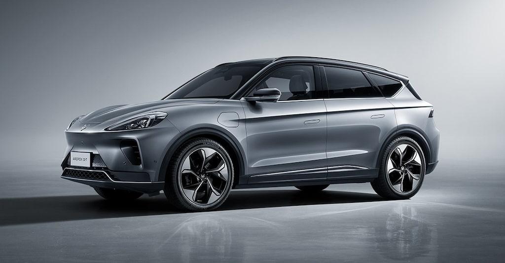 Den eldrivna suven Arcfox Alpha-T är samutvecklad av kinesiska BAIC och kanadensiska Magna – en av bilvärldens största underleverantörer.