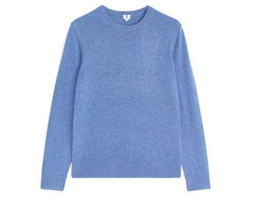 Stickad, blå tröja för dam 2020.