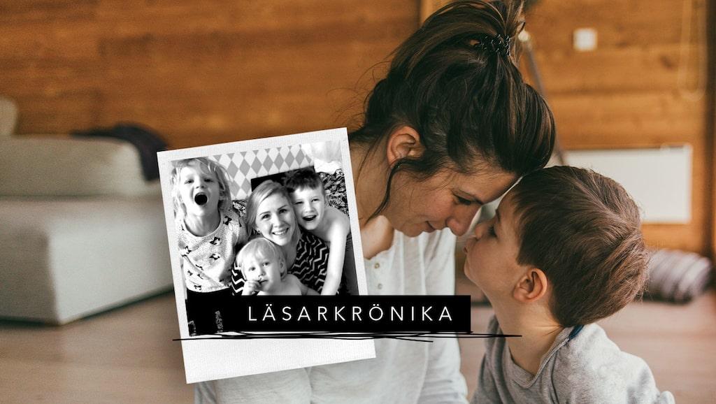 mama-läsaren Malin med barnen Greta, Adrian och Henry.