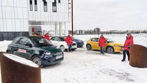 Alldeles nyligen testade vi nya, eldrivna Fiat 500 mot tre andra små elbilar – Honda e, Peugeot e-208 och Renault Zoe. Länk till testet nedan eller om du klickar på bilden.