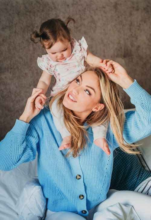 Julia Bergman med dottern Zelda.