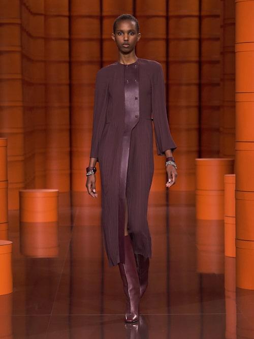 Höstmode 2021: midiklänningar hos Hermès.