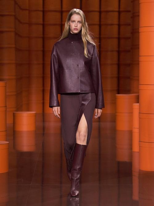 Höstmode 2021: läder hos Hermès AW21.