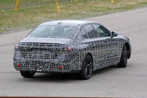 Nya BMW 5-serie i utförande med bensin- eller dieselmotor.