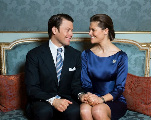 2009 – den dåvarande Daniel Westling och kronprinsessan Victoria meddelar i Sibyllas våning på Stockholms Slott att de förlovat sig.