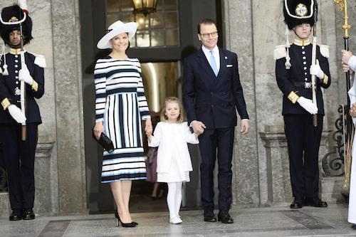 Kronprinsessan Victoria, prinsessan Estelle och prins Daniel under firandet av kung Carl Gustafs 70-årsdag.
