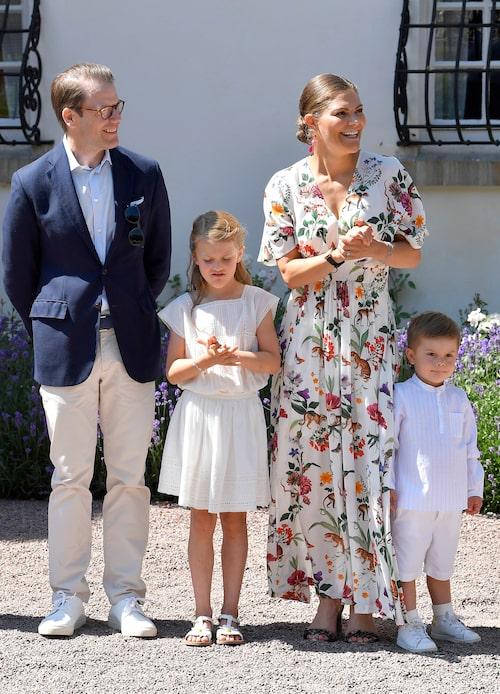 Familjen firar mamma Victorias födelsedag på Solliden, Öland, 2019.