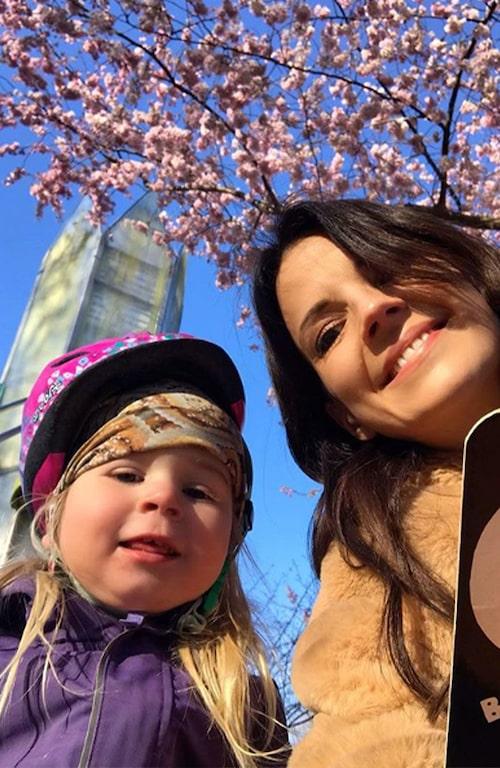 Cykeltävlingar, rollspel och tvärtomstrategin är vad som får Malin Olsson och dottern Blanka ut genom dörren!