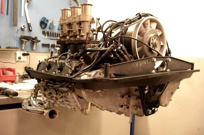 Motorn i all sin prakt, redo för montering. Snart ska du sjunga igen!