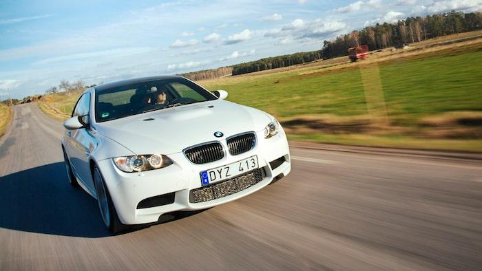 Ringarna i strålkastarhusen kallas Angel Eyes på BMW-språk och introducerades för första gången på 5-serien år 2000.