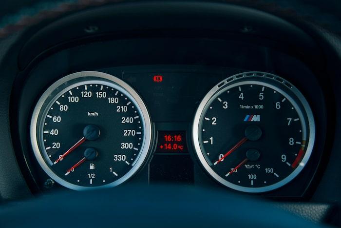 Hur ofta får man dra en V8 till 8 000 r/min? E92-bilens motor är en unik och stark karaktär.