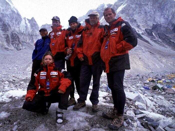 Renata, Göran och resten av teamet Swedish Everest Cleaning Expedition.
