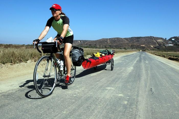 På cykel längst den mexikanska gränsen.