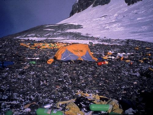 Renata och Görans team fick med sig 25 kvarlämnade syrgastuber hem från ett skräpigt Mount Everest.