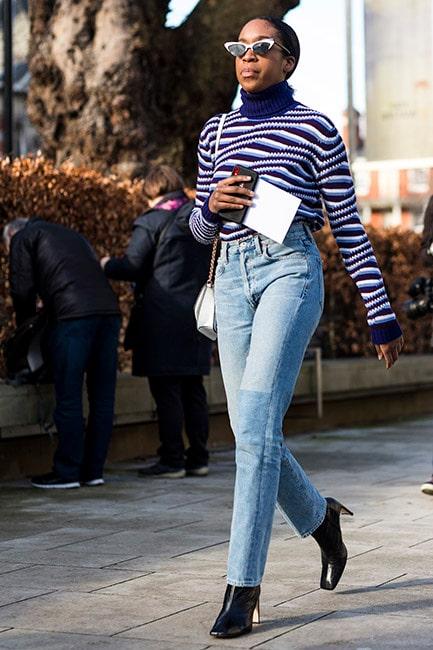 Höstmode 2020: en tidlös kombo av jeans och stickat.