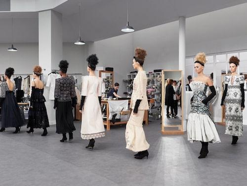 På haute couture-visningar är det många inköpare.