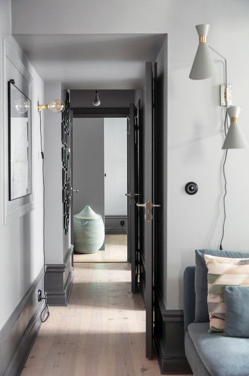 När familjen köpte lägenheten var den en tvåa. Nu får fyra rum och kök plats på de 82 kvadratmeterna.
