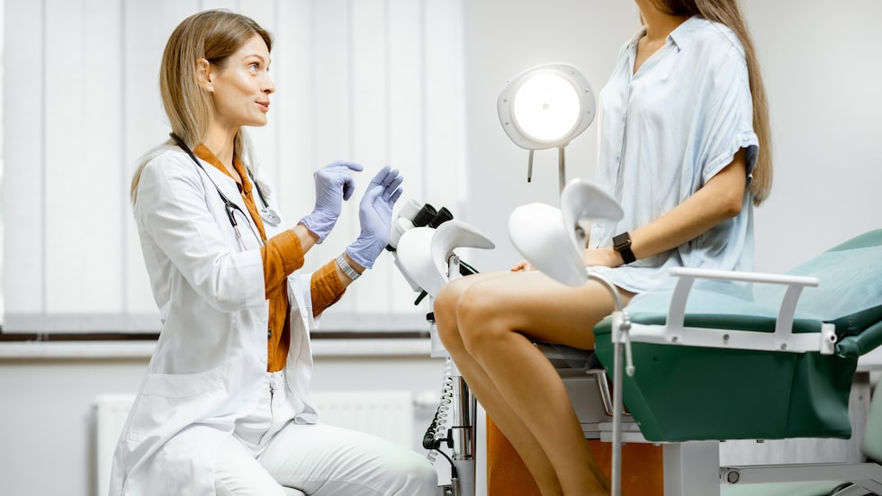 Kan man gå till gynekologen när man har mens?