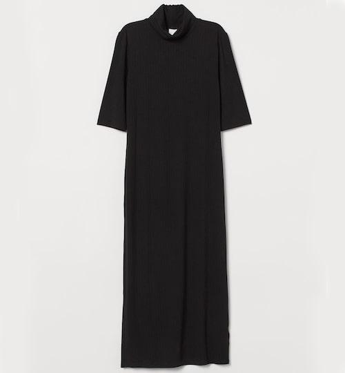 Tidlös svart poloklänning från H&M. Klicka på bilden och kom direkt till klänningen.