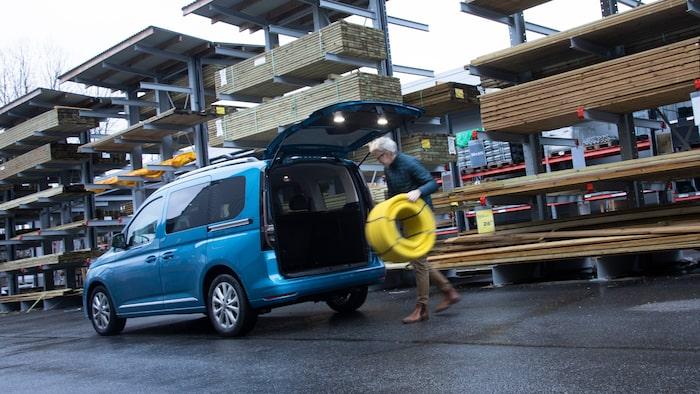 Ett enormt stort lastutrymme för barnvagnar och byggbutikerna.