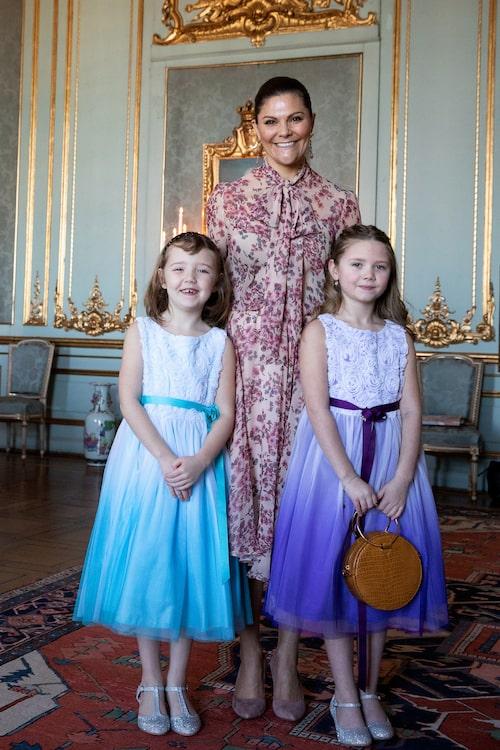 Victoria tillsammans med Emilia (t.h.) och systern Maja.