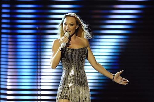 Charlotte när hon deltog i Melodifestivalen 2008 i design av Matilda Modig.
